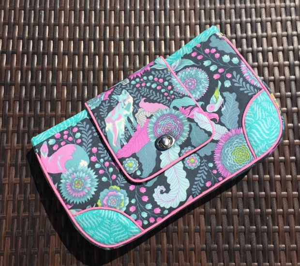 Tara's Campus Clutch by Nancy Spaulding for Pellon Projects - Uses Flex-Foam 1-Sided and 2-Sided Fusibles